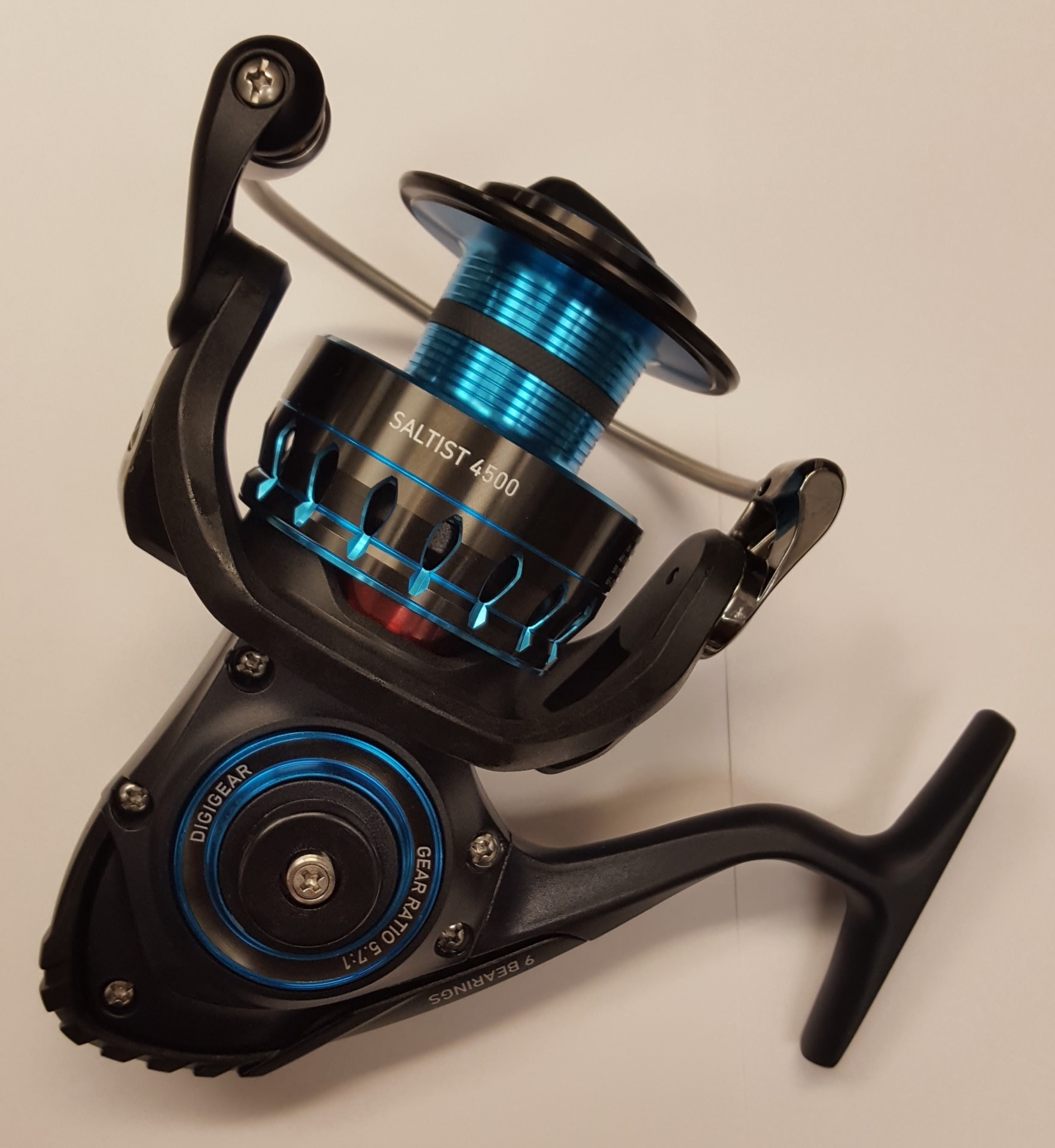 Daiwa saltist 4500 5 7 1 saltwater spinning fishing reel for Daiwa fishing reels